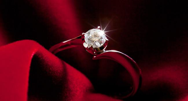 定番から最新のトレンドまで!ダイヤモンドリングのデザインとは?